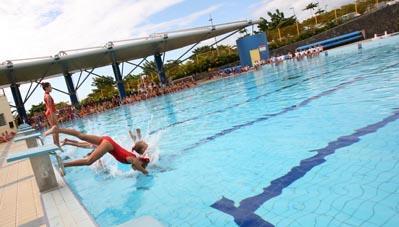 Aller la piscine avec b b et le d couvrir b b nageur for Video bebe a la piscine