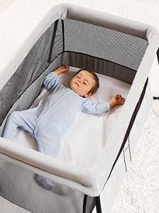 voyager en voiture avec b b les 10 accessoires indispensables. Black Bedroom Furniture Sets. Home Design Ideas